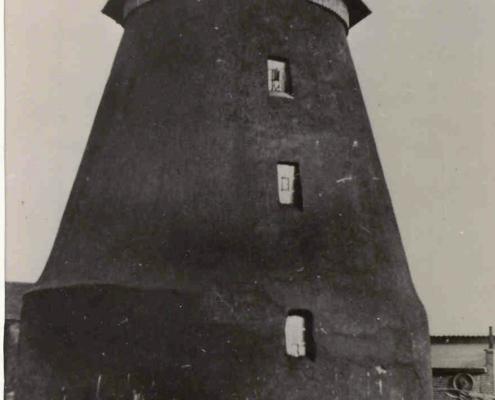 2.-Mühle-nach-der-Restaurierung.-Jetzt-ohne-Flügel-da-die-Mühle-seit-1936-mit-einerm-Dieselmotor-betrieben-wird..jpg